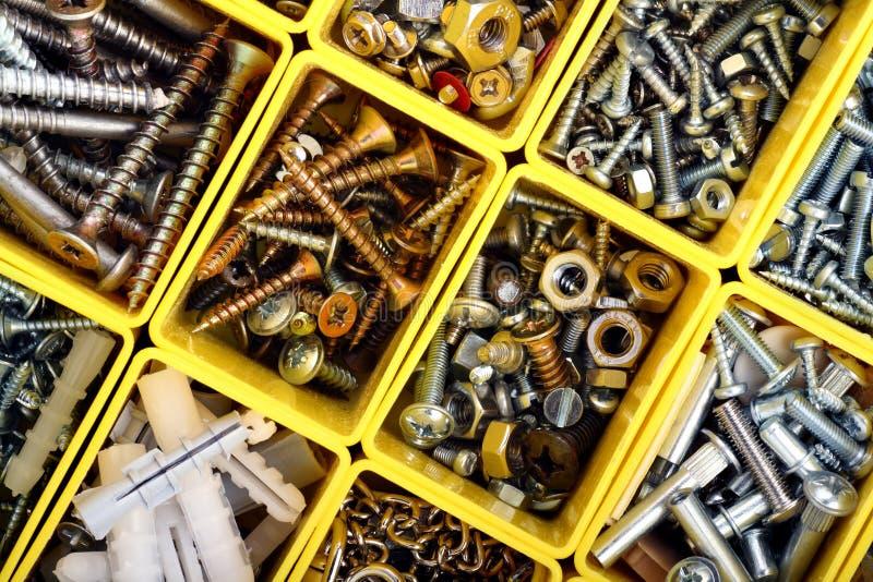Vis, boulons, noix et toute autre substance de charpentier dans a photographie stock libre de droits