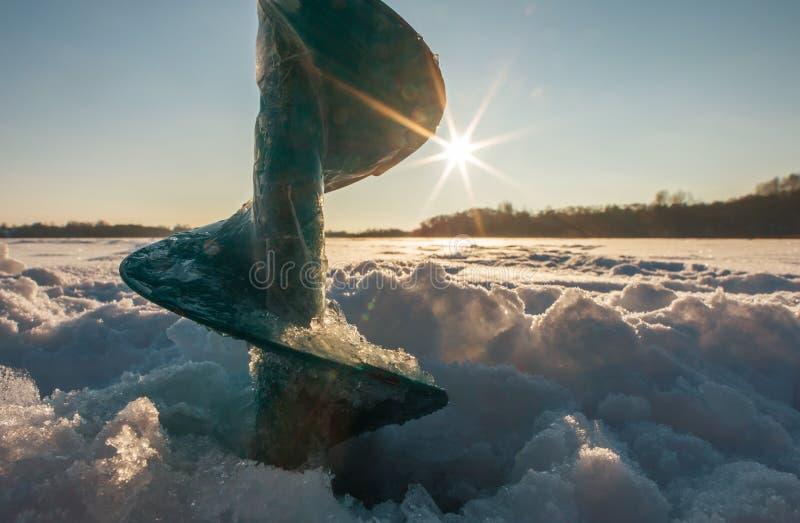 Vis de glace au coucher du soleil photographie stock
