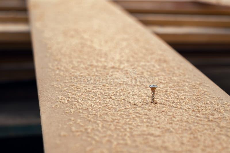 Vis en bois dans le plat en bois avec la sciure photographie stock