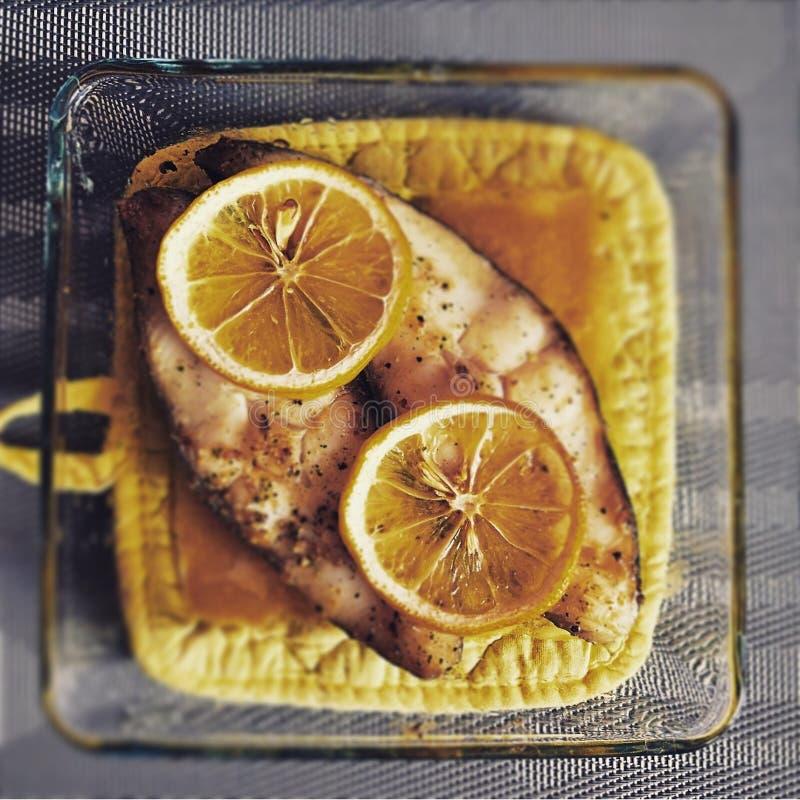 Vis met citroenen royalty-vrije stock foto's