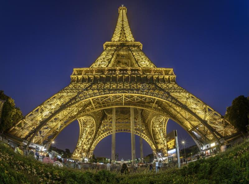 Vis-oog mening van de Toren van Eiffel stock afbeeldingen