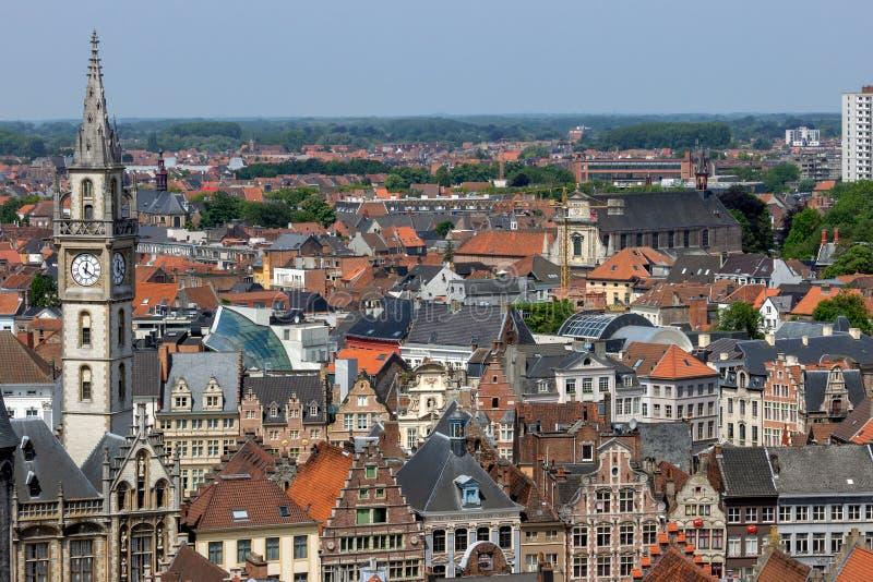Visa det historiska Gent-centret med det och x27;s inbyggda hus royaltyfria bilder