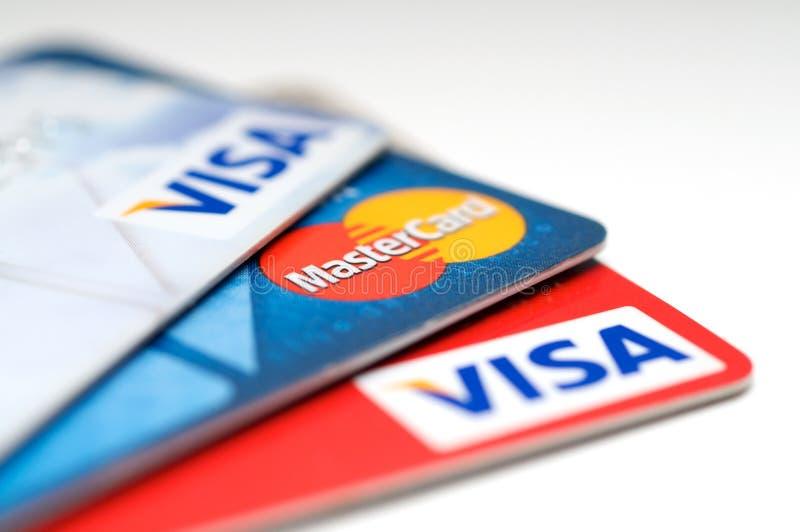 VISA et Mastercard par la carte de crédit images libres de droits