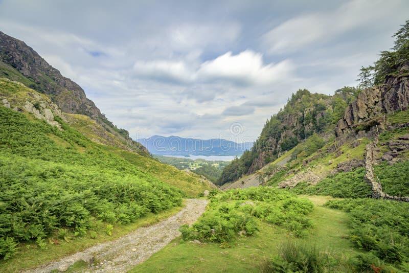 Visa för att ta bort från Castle Crag royaltyfria bilder