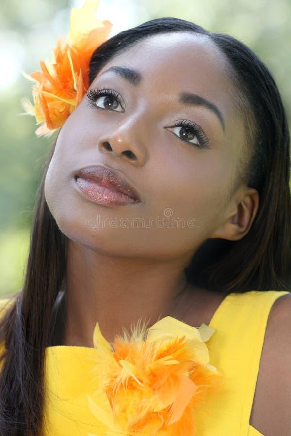 Visage africain de femme, jaune photo libre de droits
