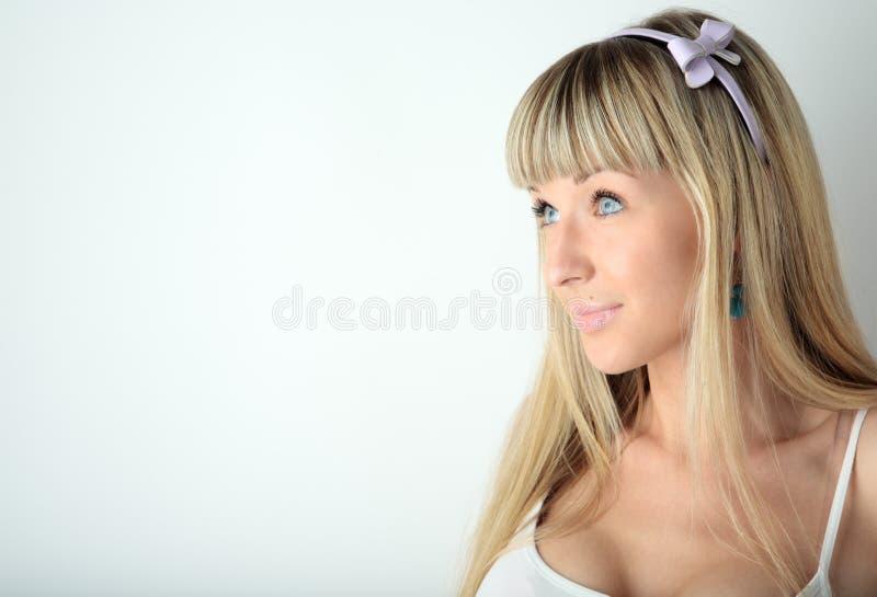 Visage blond de plan rapproché de fille de beauté photographie stock libre de droits