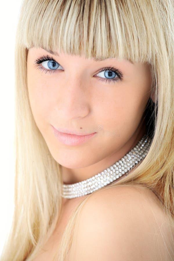 Visage blond de plan rapproché de fille de beauté image libre de droits