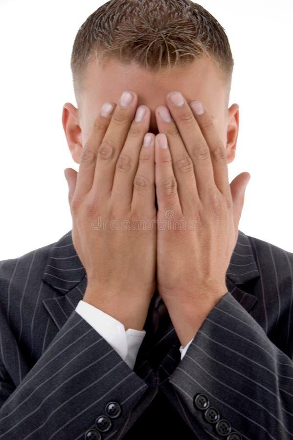 visage d'homme d'affaires cachant son timide images libres de droits