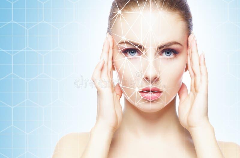 Visage d'une fille de beautifyl avec une grille scnanning sur son visage Identification de visage, sécurité, reconnaissance facia images stock