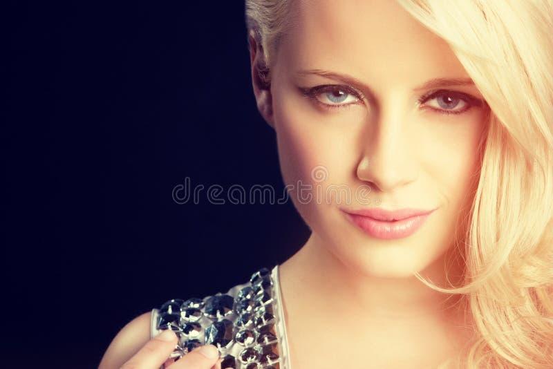 Visage de femme blonde images stock