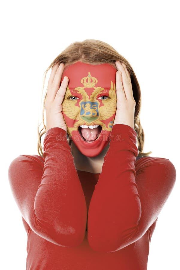 Visage de femme peint avec le drapeau de Monténégro photo libre de droits