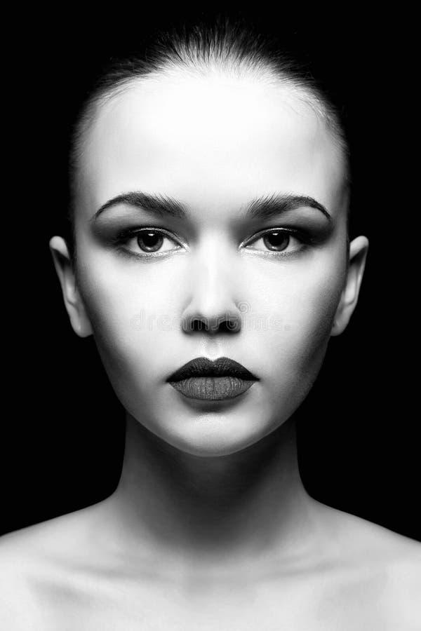 Visage de femme Verticale noire et blanche image libre de droits