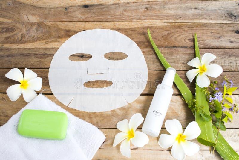 Visage de fines herbes de peau de soins de santé de Vera d'aloès d'arome de feuille d'extrait naturel de masque photographie stock libre de droits