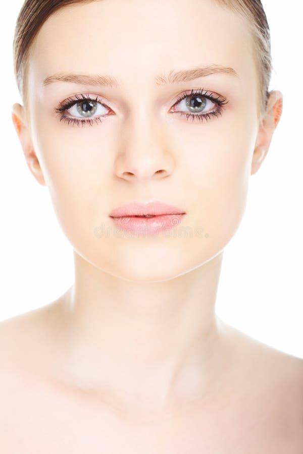Visage de jeune femme de verticale de plan rapproché de beauté photo stock