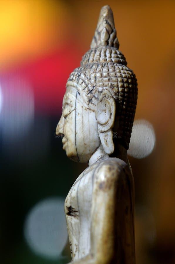Visage de la religion en bois de Bouddha photo stock