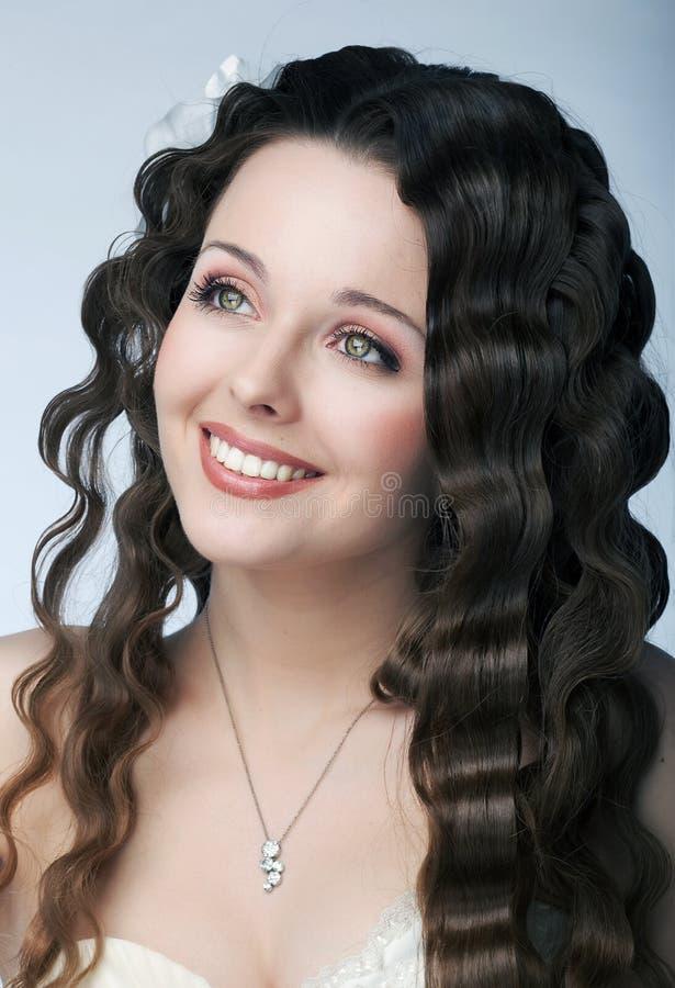 Visage de sourire de fille sensuelle avec de beaux yeux, languettes photo stock