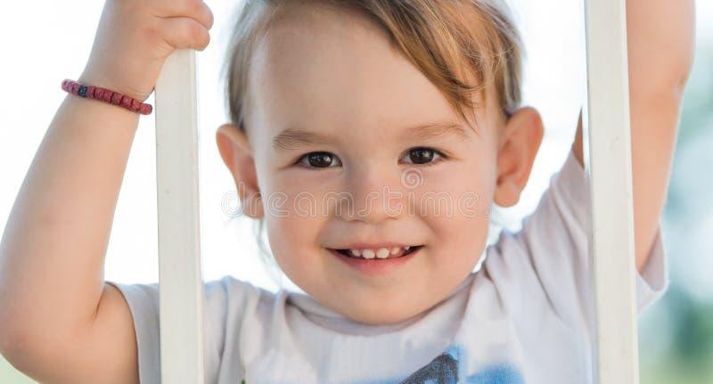 Visage de sourire de petit enfant image stock