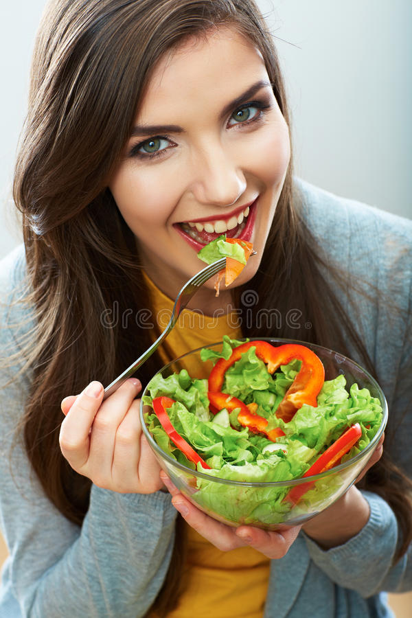 Visage de sourire haut étroit de femme Suivez un régime la nourriture images stock