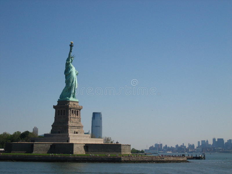 Visage de statue de liberté vers la mer images stock
