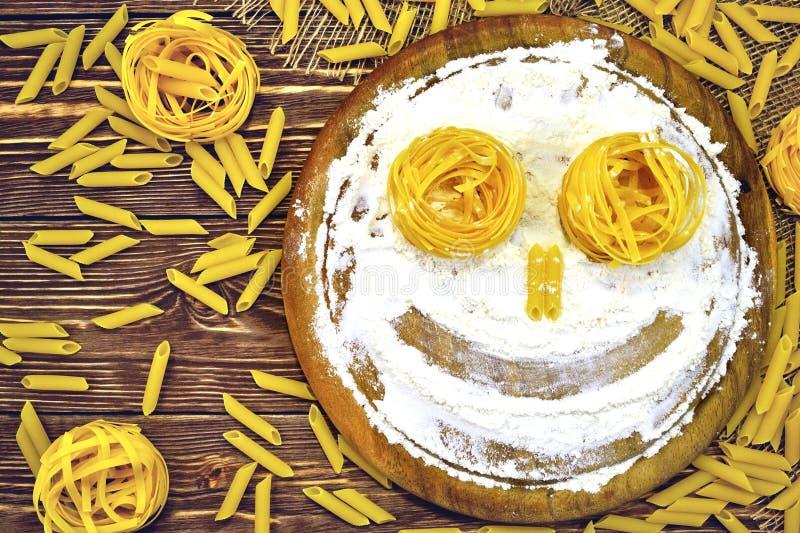 Visage des pâtes et de la farine image libre de droits