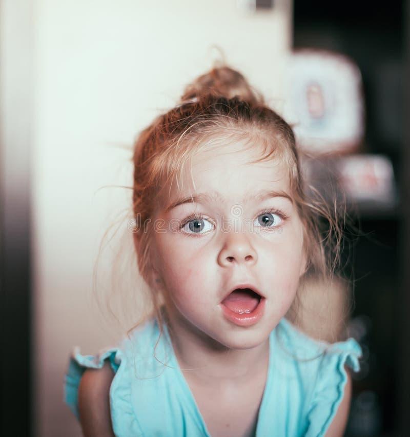 Visage drôle d'enfant photographie stock