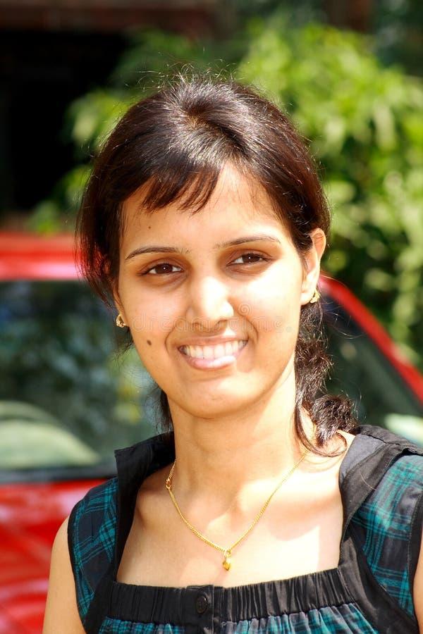 Visage intelligent d'une fille indienne image libre de droits