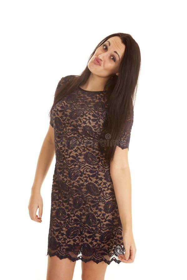 Visage kissy de robe de Paisley de femme photo stock