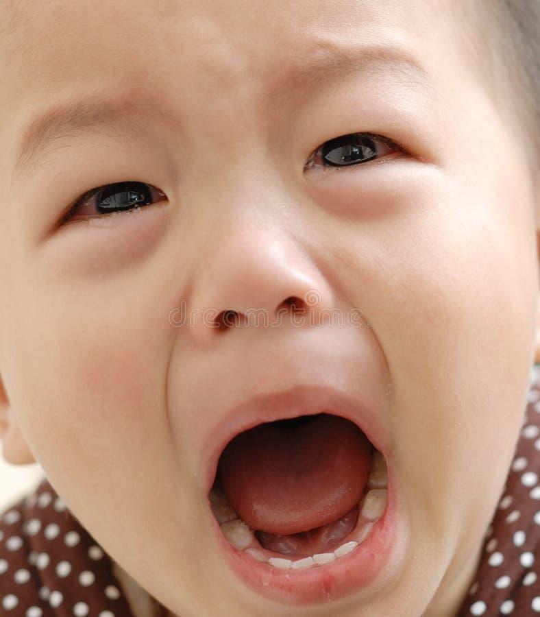 Visage pleurant de garçon photographie stock libre de droits