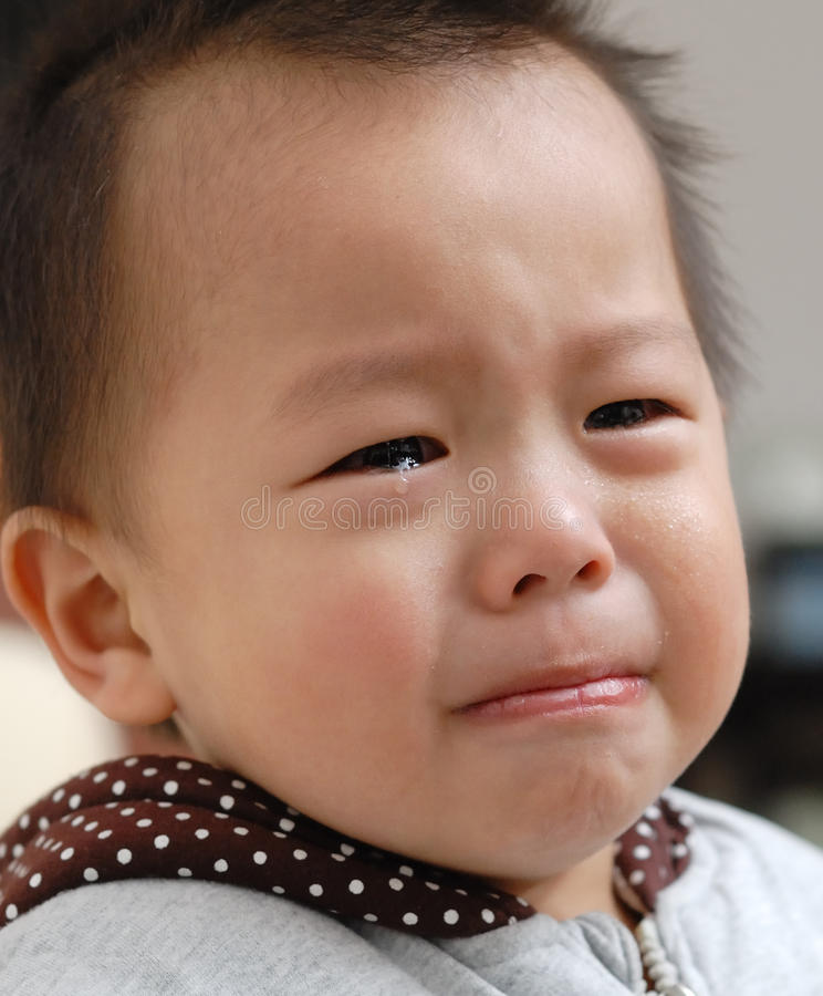 Visage pleurant de garçon photos libres de droits