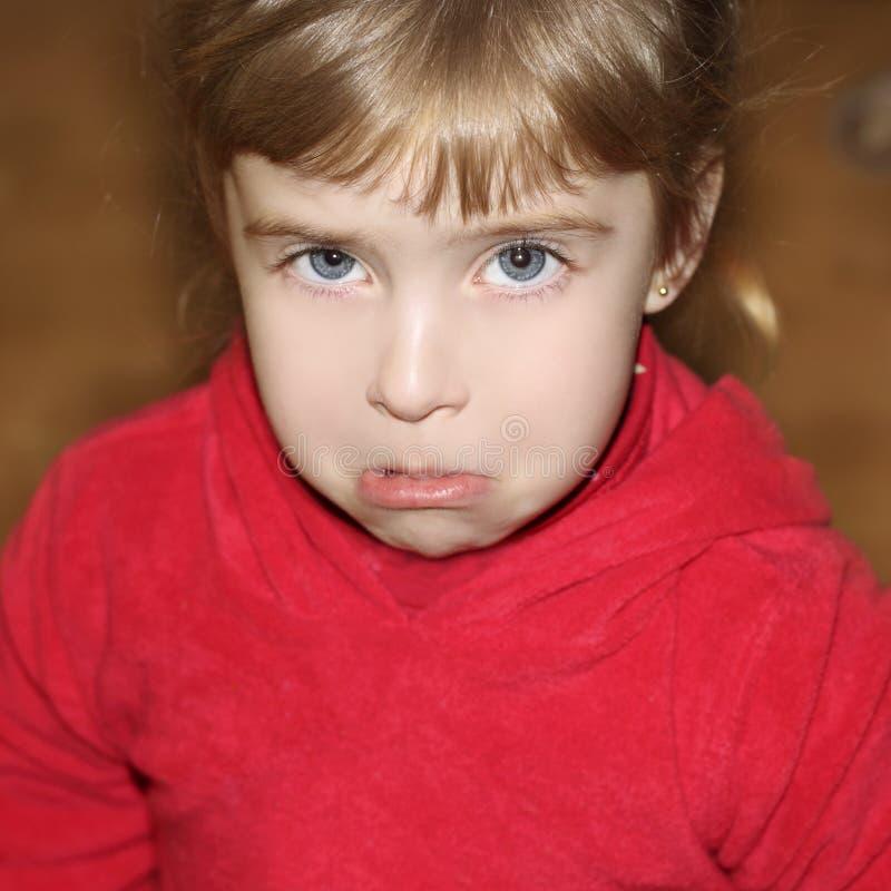 Visage pleurant pleurant de petite fille de visage de geste photographie stock