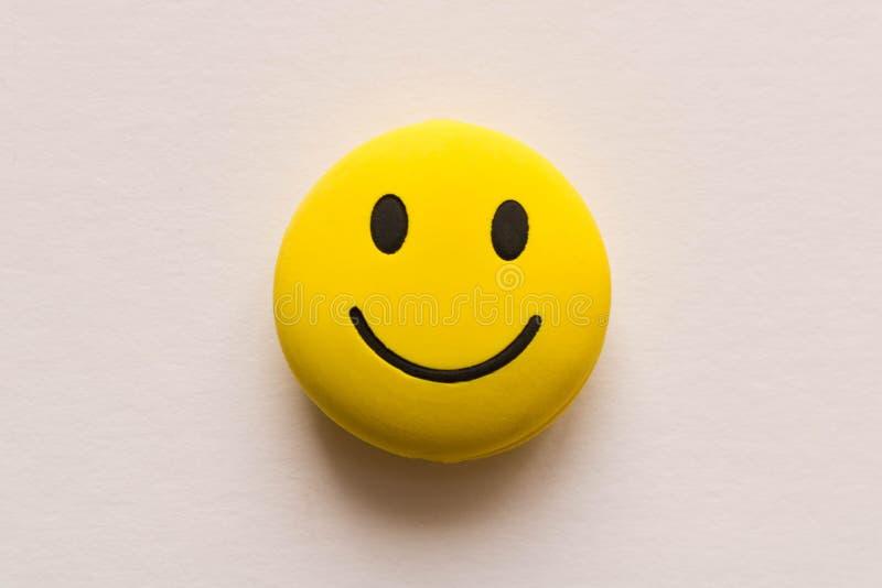 Visage souriant drôle sur le fond blanc Humeur positive photographie stock