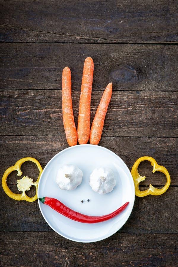 Visage souriant fait à partir des légumes photos libres de droits