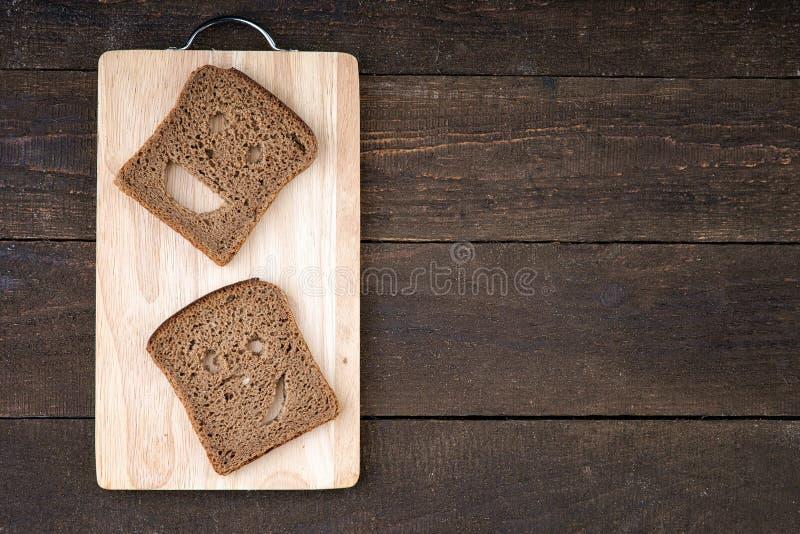 Visage souriant fait à partir du pain images libres de droits