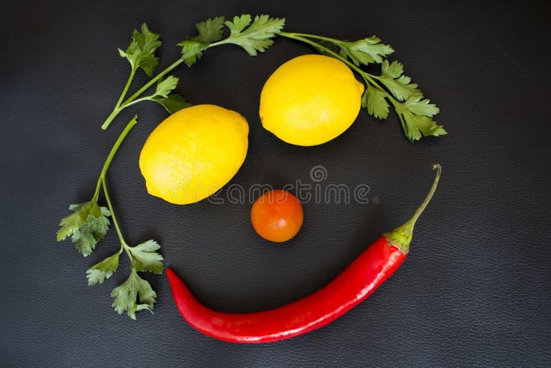 Visage souriant fait de légumes photo libre de droits