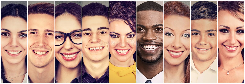Visages de sourire Groupe heureux des jeunes photographie stock