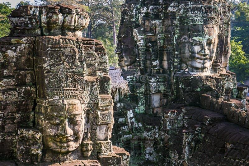 Visages en pierre g?ants au temple de Bayon dans Angkor Vat, Cambodge photos stock