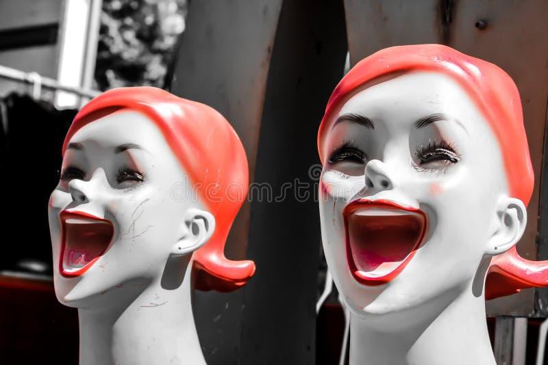 Visages heureux sur des mannequins images libres de droits