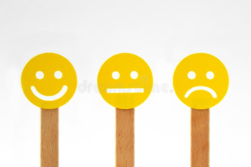 Visages souriants jaunes avec l'expressi positif, neutre et négatif illustration de vecteur
