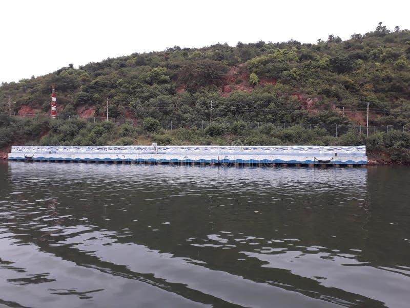 Visakhapatnam, Andhra Pradesh/Índia - 27 de junho de 2018: O porto de Visakhapatnam é um segundo - o porto o maior pela carga seg fotografia de stock
