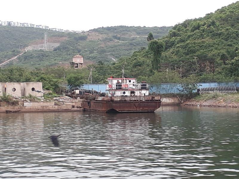 Visakhapatnam, Andhra Pradesh/la India - 27 de junio de 2018: El puerto de Visakhapatnam es un segundo mayor puerto al lado del c fotografía de archivo libre de regalías