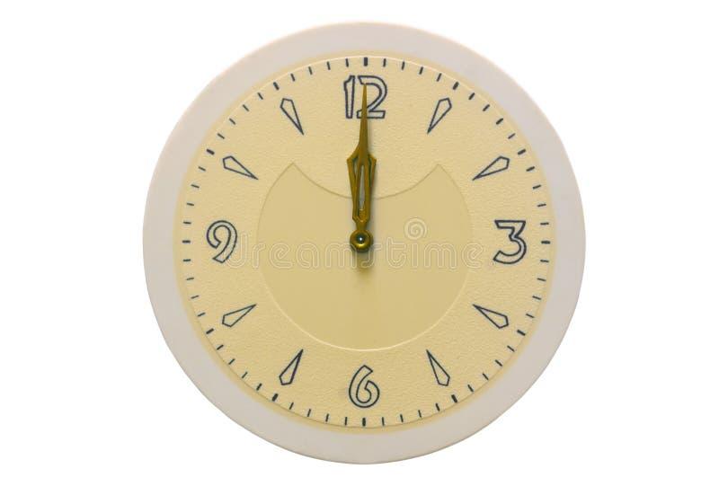 Visartavlan och händerna av klockan visar på tolv på en vit bakgrund royaltyfria foton