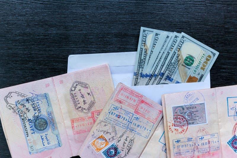 Visas en pasaportes extranjeros imágenes de archivo libres de regalías