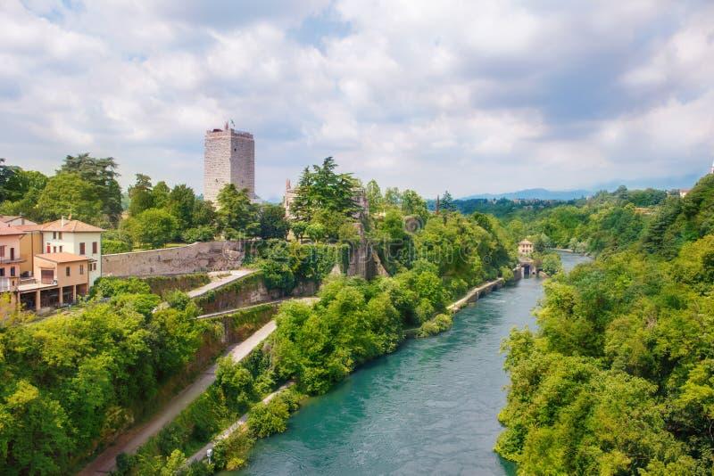 Viscontikasteel en Adda-rivier in Trezzo-sull'Adda royalty-vrije stock afbeeldingen