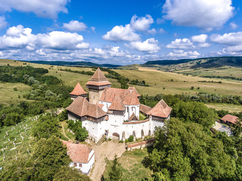 Viscri在特兰西瓦尼亚罗马尼亚加强了教会 免版税库存图片