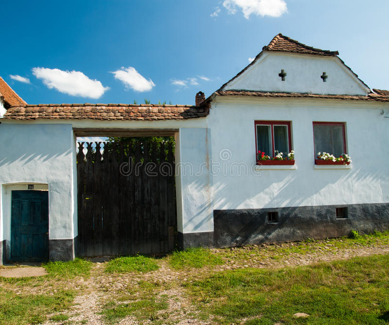 Viscri村庄和Viscri,特兰西瓦尼亚, Rom被加强的教会  免版税库存照片