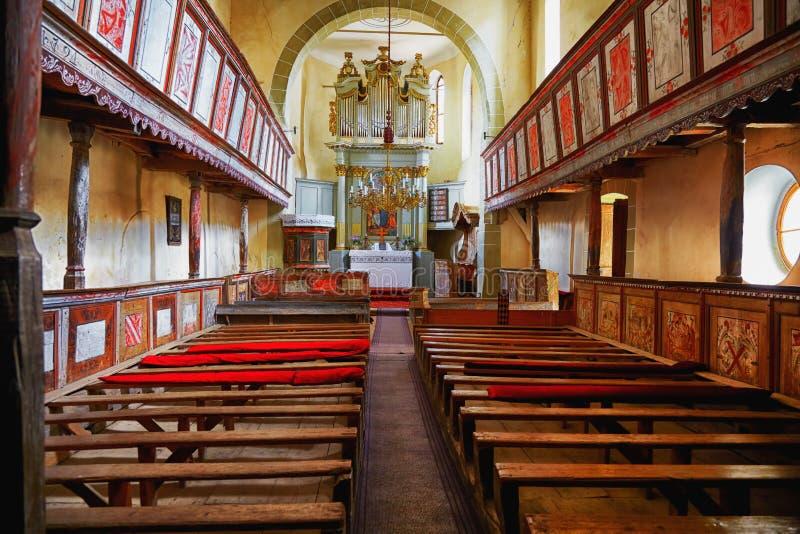 Viscri a enrichi l'église images stock