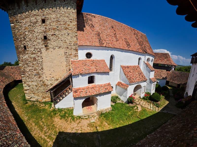 Viscri fortificou a igreja na Transilvânia, Romania É um local do património mundial do UNESCO imagem de stock