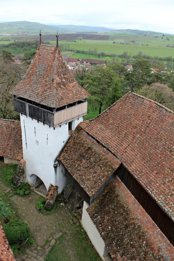 Viscri fortificou a igreja - torre do wach foto de stock royalty free