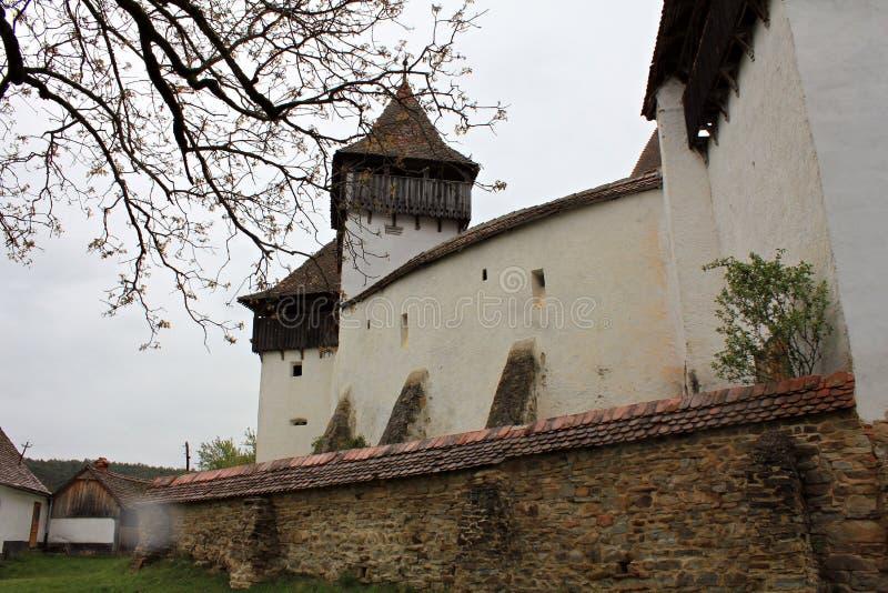 Viscri stärkte kyrkligt - omgeende väggar arkivfoton