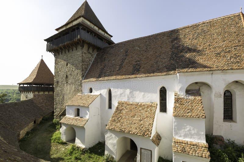 Viscri versterkte kerk, een mening van het dak stock foto